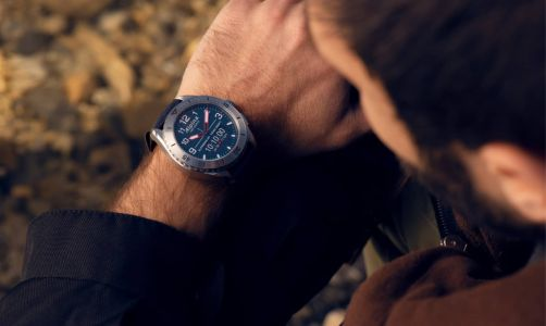 Alpina's New AlpinerX Alive Smartwatch Is Crazy Customizable